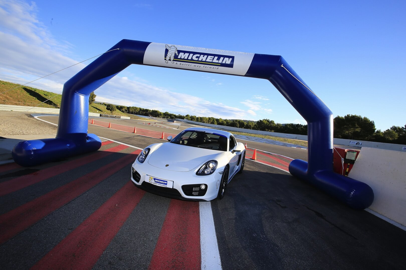 Arche gonflable promotionnelle Michelin sur Circuit