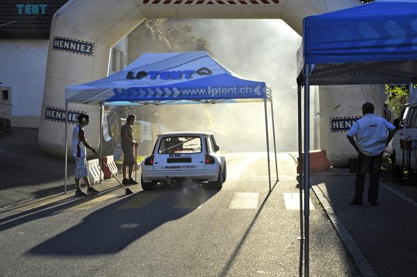 Tente 3x4.5m pour le départ d'une course de rallye