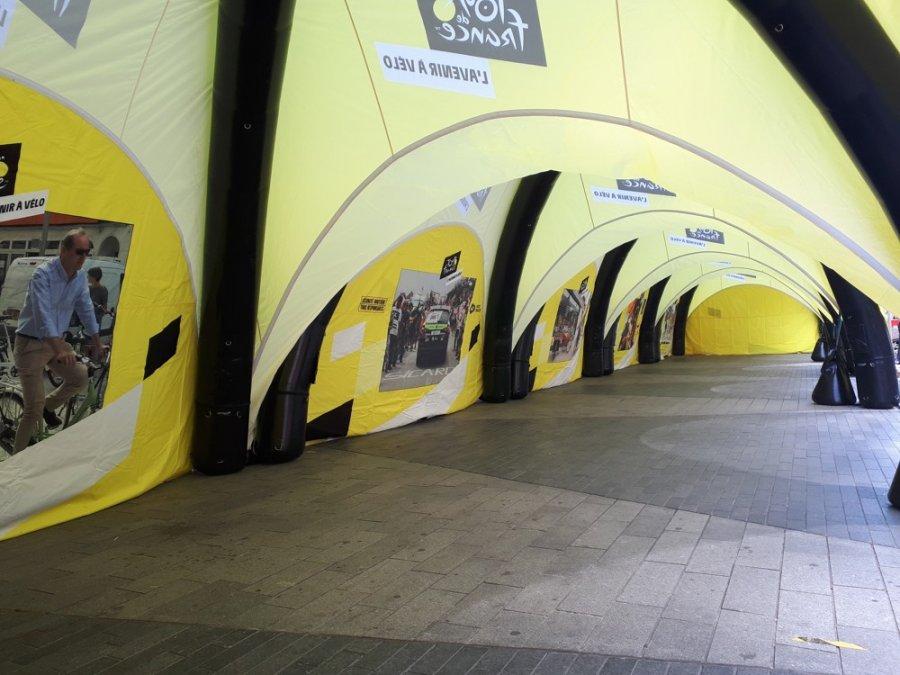 Tentes gonflables promotionnelles du Tour de France