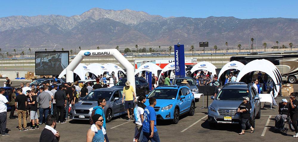 Village de tentes gonflables pour le festival Subaru au Canada