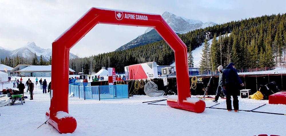 Arche gonflable imprimée Alpine Canada Ski dans la neige