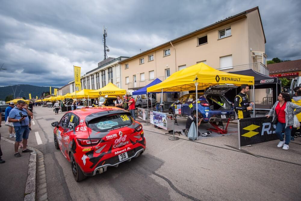 Série de tentes paddocks de rallye pour le team Renault Sport
