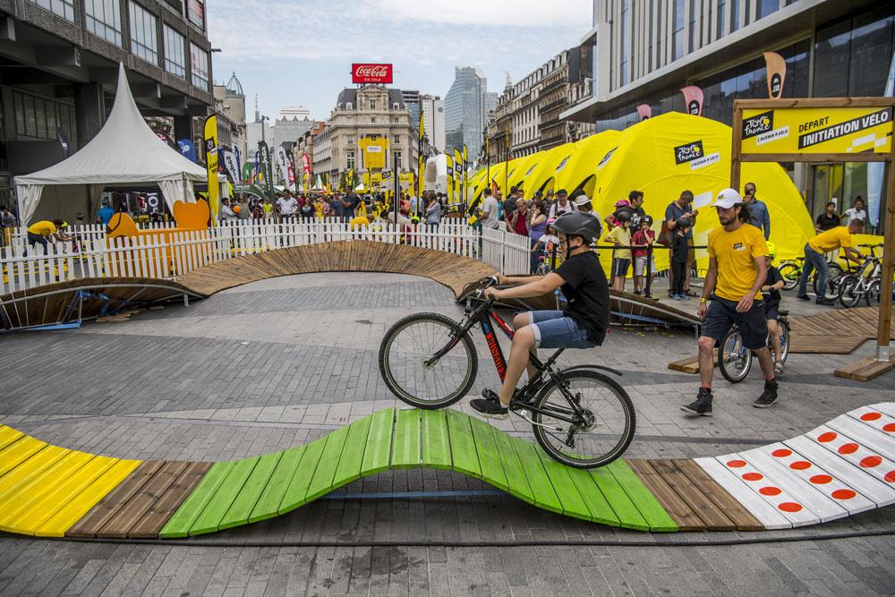 Tentes gonflables promotionnelles pour le fan park du Tour