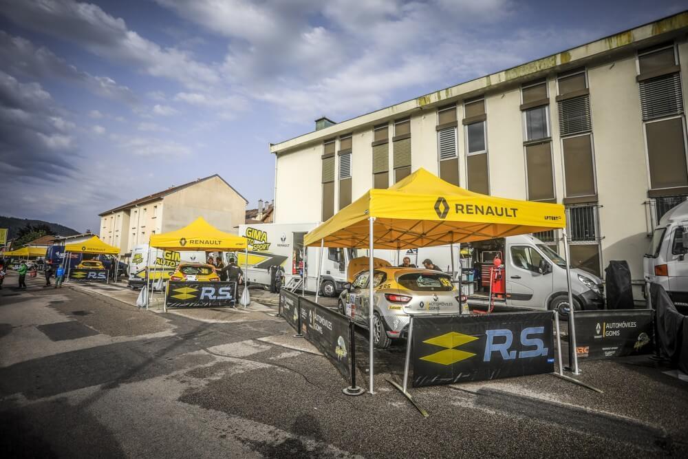Tente paddock de rallye pour le team Renaul Sport