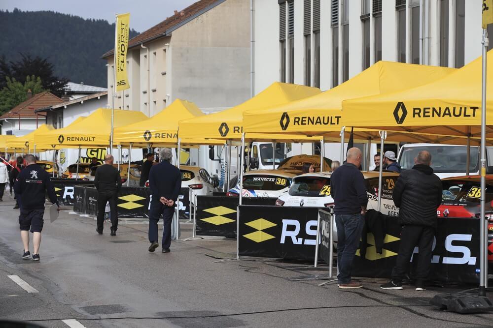 Le team de rallye Renault Sport équipé de tentes paddocks pliantes LPTENT