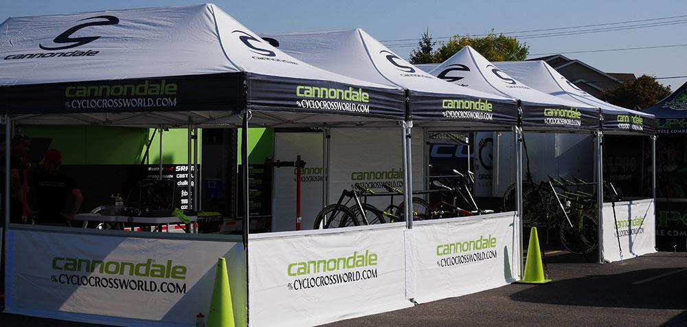 Stand publicitaire pour la marque de vtt Cannondale