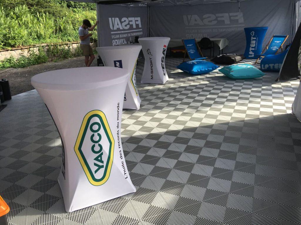 Table cocktail avec jupe imprimée en lycra