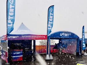 Tente pliante en hiver : exemple du stand LPTENT sous la neige