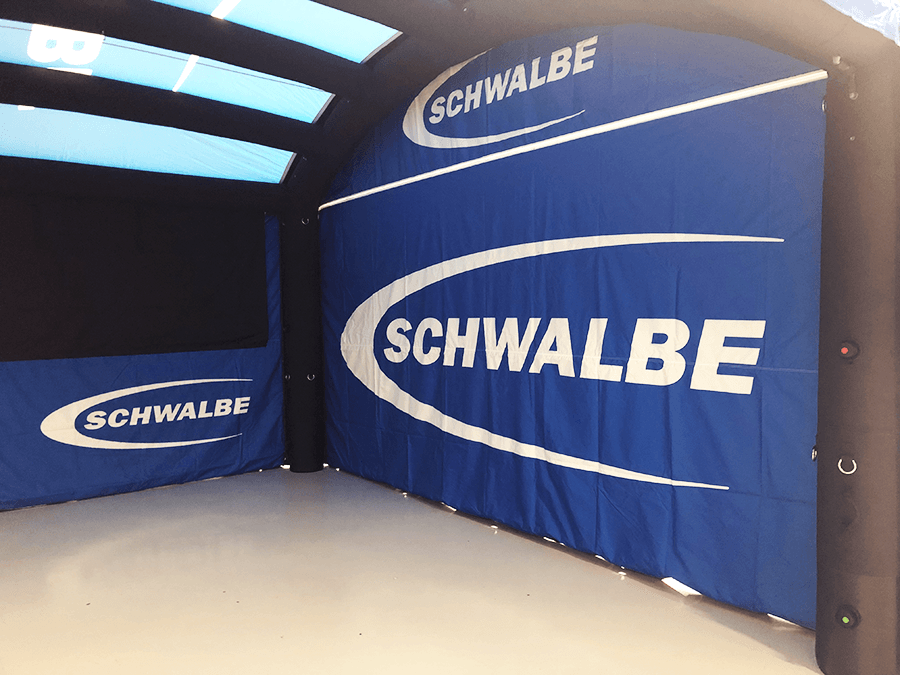 Stand publicitaire schwalbe gonflable_