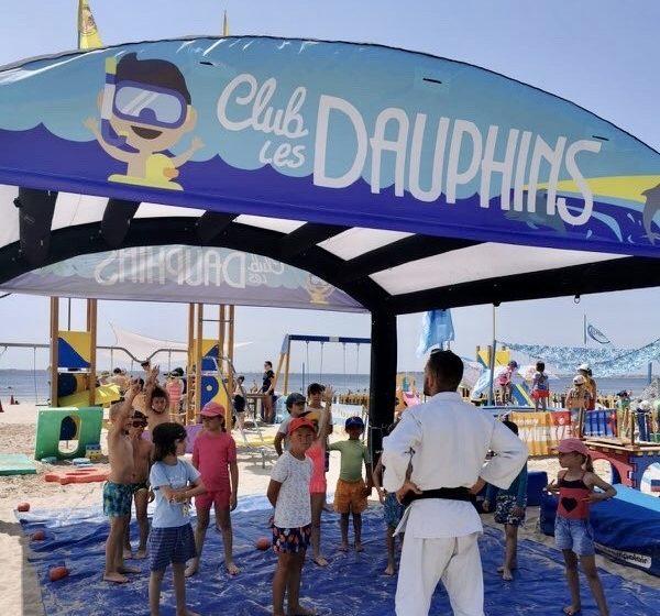 Tente gonflable airbuzz club de plage les dauphins